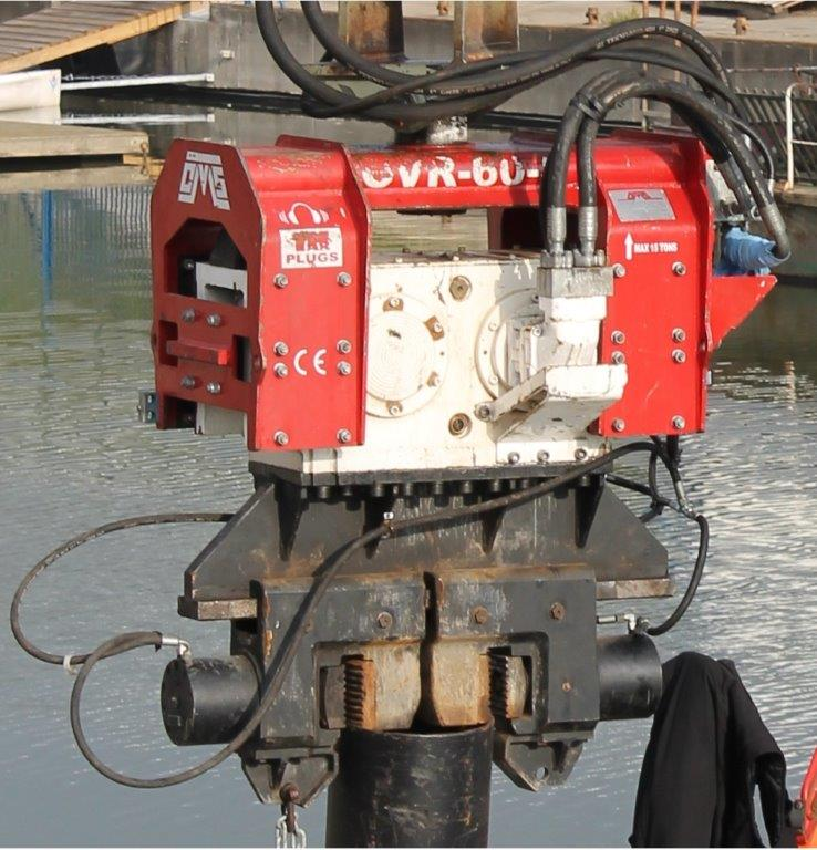 Used clamp for open piles KCN 40
