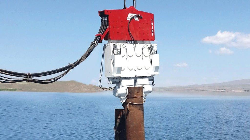 Vibro hammer SVR 101 NF to work on a crane or piling rig