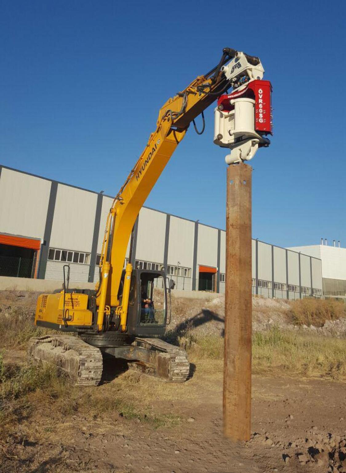 Vibro hammer OVR 60SG to work on a crane